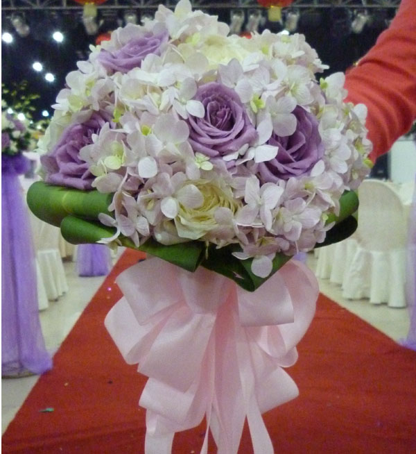 新娘手捧花D 紫色玫瑰,白色玫瑰,绣球搭配绿叶 520鲜花网